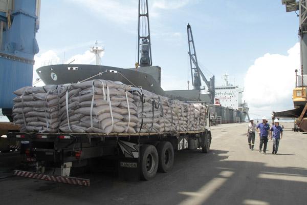 Fila de navios para embarque de açúcar atinge 47 na semana